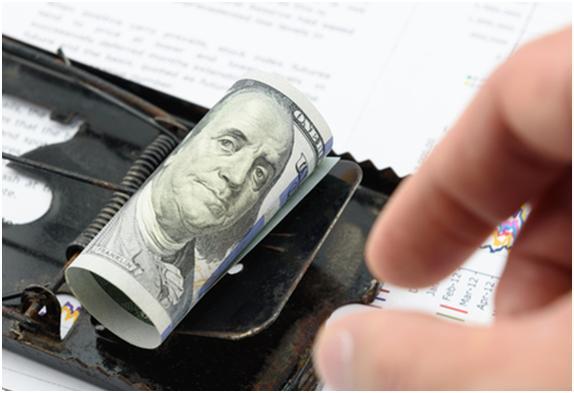 Як шахраї заробляють на вкладниках банків банкрутів.