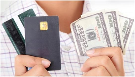 Що краще вибрати банківську кредитку або готівковий кредит?