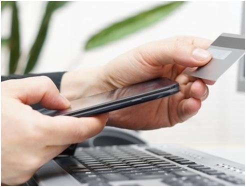 Чи варто прикріплювати мобільний телефон до банківської карти?